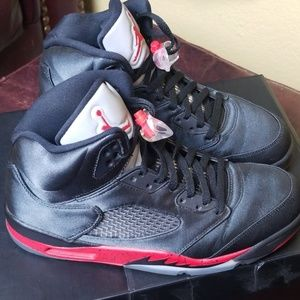 Air Jordan 5 Retro Satin Black/University Red
